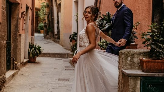 relaxed romance wedding cinque terre italy