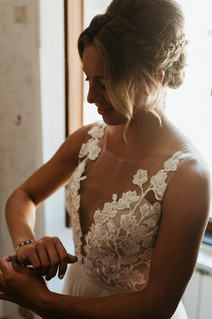 relaxed romance wedding
